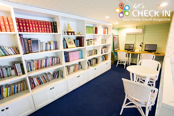 ห้องสมุดปันธรรม มุมหนังสือธรรมะและซีดีธรรมะไว้คอยบริการผู้ที่สนใจฟรี