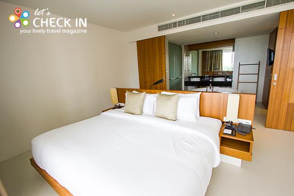 ห้อง Ocean View Suite อยู่ชั้นบนตั้งแต่ชั้น 5 ขึ้นไป ทำให้สามารถชมวิวทะเลได้ในมุมสูง