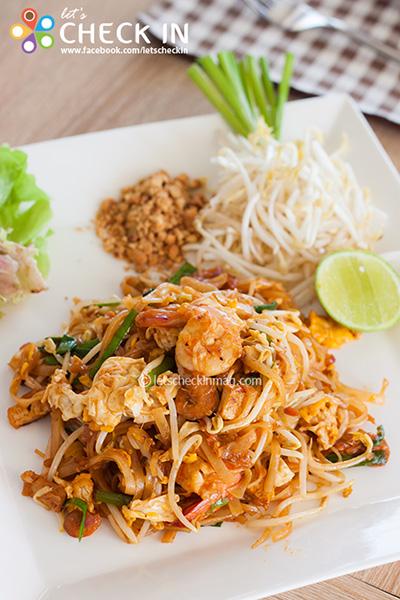 มาดูอาหารของที่นี่กันบ้าง มีให้เลือกหลากหลายทั้งไทยทั้งฝรั่ง