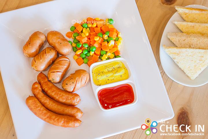 ชุดไส้กรอกเยอรมันอบ สองรสสองสไตล์กับไส้กรอกพิซซ่า ค็อกเทลสอดไส้ชีส และ ไส้กรอกอาราบิค เวียนนา เสิร์ฟกับวาซาบิดิปปิ้งซอส