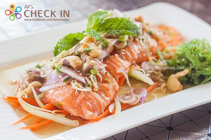 ยำปลาแซลมอน เนื้อปลาสดอร่อย กับน้ำยำรสจัดจ้าน