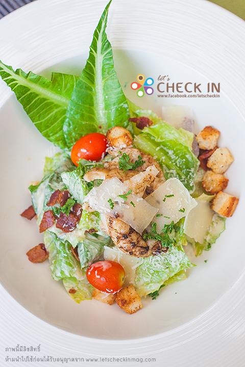 Caesar Salad พิเศษตรงที่มี rock lobster ด้วย