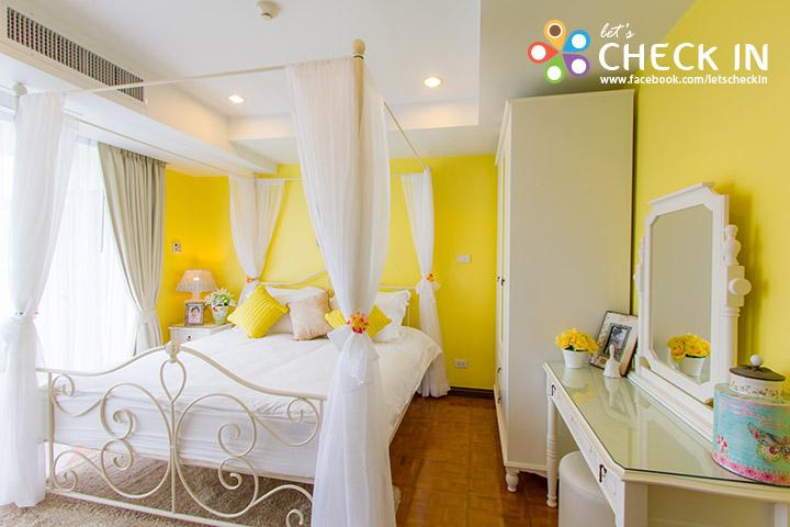 ห้องฟ้าใส ห้องพักขนดใหญ่ตกแต่งสวยหวานในโทนสีพาสเทล ประกอบไปด้วยสามห้องนอน ต่างสีตางอารมณ์กันไปในแต่ละห้อง