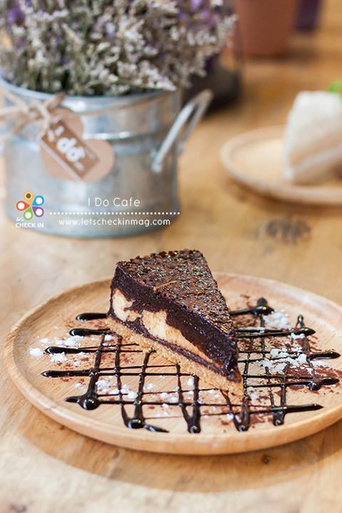 Brownie Cheese Pie ช็อคโกแลตเข้มข้น เต็มรสชีส Signature ของร้าน