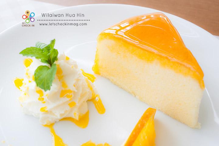 เค้กชิฟฟ่อนส้มสด หนึ่งใน signature ของร้าน เนื้อเค้กนุ่มหอมส้ม