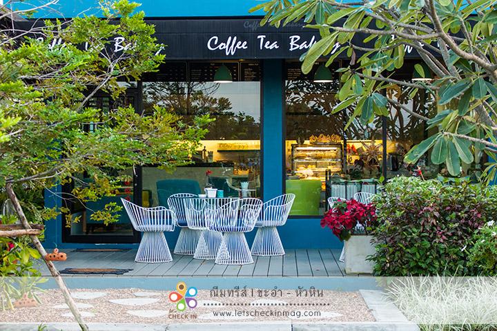 ฝั่งนี้เป็นโซนร้านกาแฟและเบเกอรี่