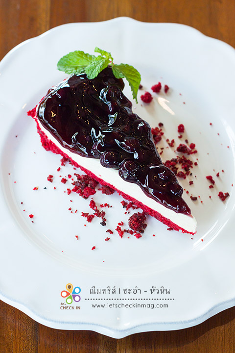 Red Velvet Blueberry Cheese Pie ขีสพายฐานสีแดงสวย ชิ้นใหญ่จุใจ