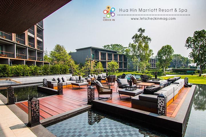 lobby lounge โซน outdoor นั่งตรงนี้สามารถมองเห็นภาพรวมของโรงแรมได้แทบทั้งหมด เห็นไปถึงวิวทะเลเลยทีเดียว