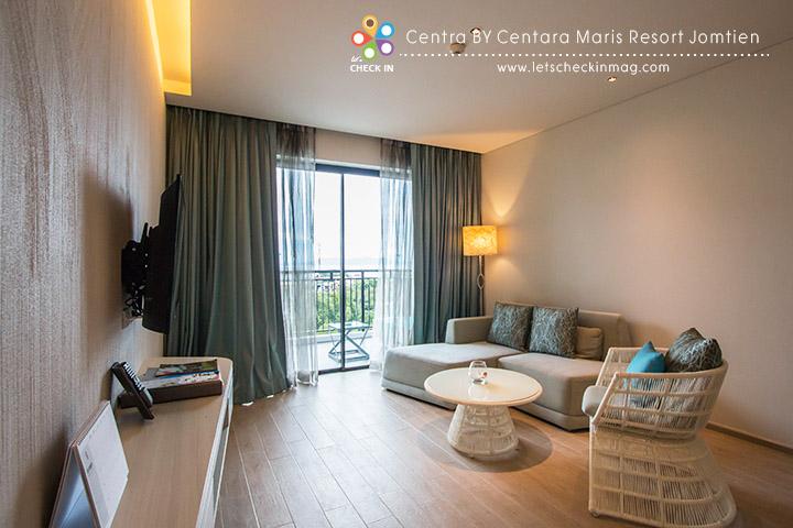 Centra Suite ห้องนี้จะแบ่งเป็นส่วนของห้องนั่งเล่นและห้องนอน
