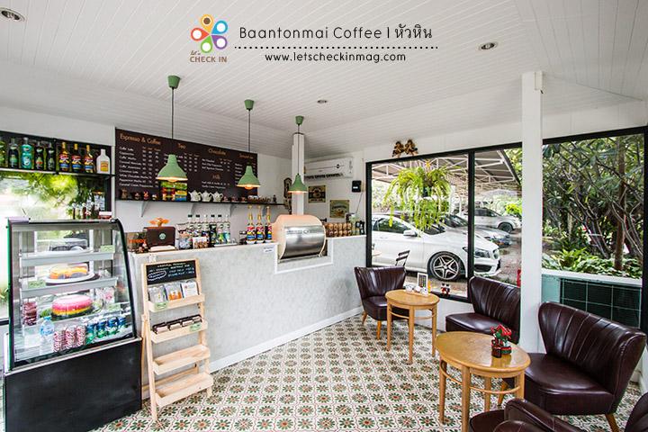 และมุมนี้เป็นร้านกาแฟมีโต๊ะนิดหน่อย