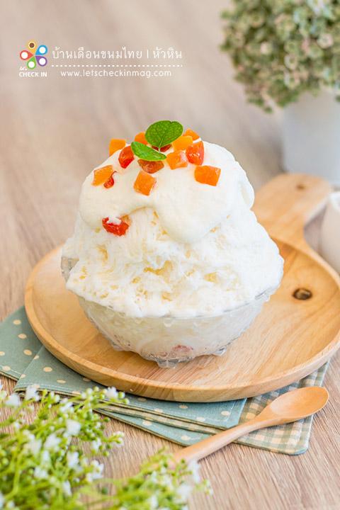 บิงซูเต้าหู้นมสด เกล็ดน้ำแข็งรสนมหวานน้อยเนื้อเนียน ข้างในมีเต้าหู้นมสด อร่อยมากกกกก อยากให้ลองจริงๆ