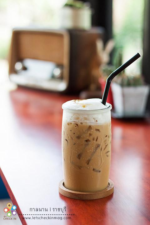 กาแฟกาลนานฟองนม แก้วนี้จัดว่าเป็นเครื่องดื่ม signature ของร้าน รสชาติเข้มปานกลาง หวานมันกำลังดี