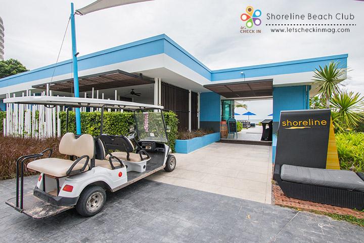 ห้องอาหาร Shoreline Beach Club จะอยู่ห่างออกมาจากตัวโรงแรมนิดหน่อย ถ้าใครพักที่โรงแรมสามารถเรียกใช้บริการรถรับส่งได้ ส่วนใครที่ไม่ได้พักที่อมารีแต่อยากจะมานั่งชิล ก็ขับรถมาจอดที่ห้องอาหารได้เลย