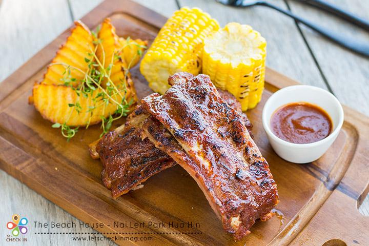 Barbecue Pork Ribs, Butter Sweet Corn, Potatoes Wedges ซี่โครงบาร์บีคิว เนื้อนุ่มล่อนทานง่าย ซอสบาร์บีคิวรสเข้มข้น ทานคู่มันฝรั่งและข้าวโพด