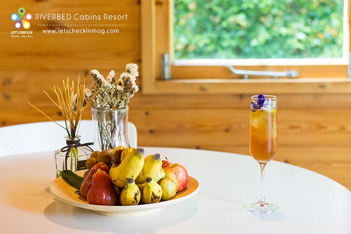 มี welcome drink และผลไม้รออยู่ในห้องแล้ว