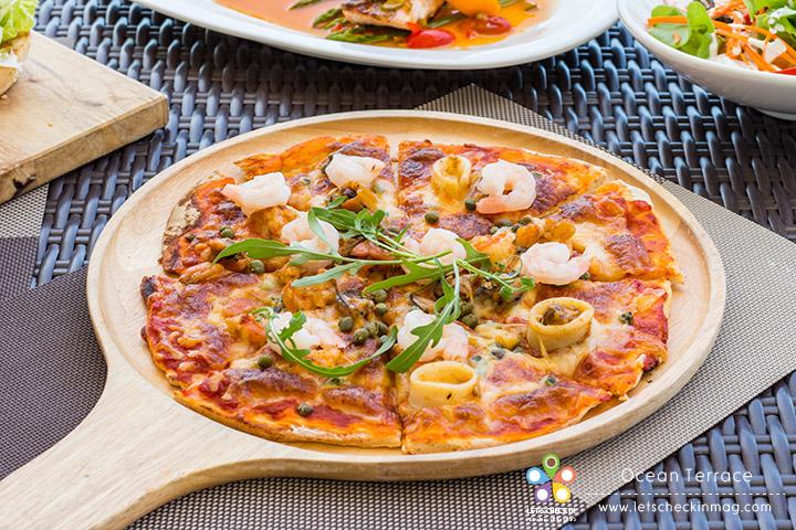 Ocean Seafood Pizza เมนูเด็ดขายดี พิซซ่าแป้งบางกรอบ หน้าซีฟู้ดจัดเต็มทั้งกุ้ง หอย และปลาหมึก