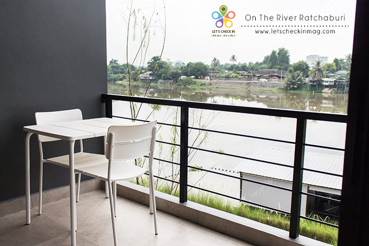 Ontheriver005