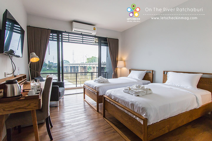 Ontheriver011