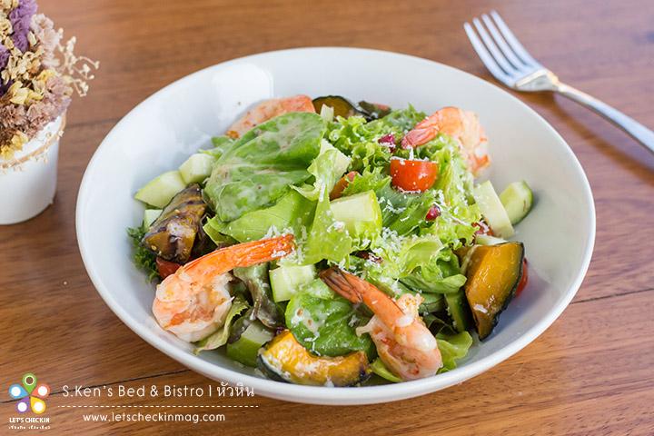 S.Ken's Signature Salad with Homemade Dressing สลัดผักนานาชนิดและกุ้ง เสิร์ฟกับซอสงาญี่ปุ่นหอมๆ