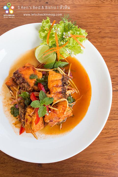 พล่าปลากะพง อาหารไทยก็รสชาติจัดจ้านถูกใจ