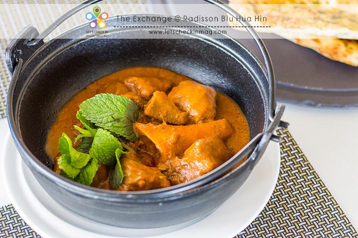 Mutton Rogan Josh จานนี้เป็นอาหารจากทางตอนเหนือของอินเดีย (แคชเมียร์) เนื้อแกะกับแกงหอมๆ ทานคู่นานหรือโรตีก็ดีไปหมด