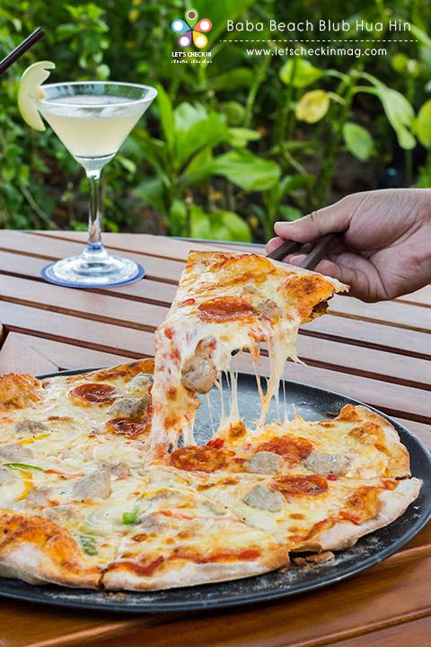 Pizza หน้า Divola + Salt, Onion & Peppers ถาดใหญ่ๆ ราคา 380++ เท่านั้น ชีสแน่น อร่อยมาก