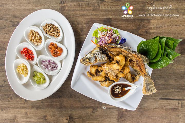 เมี่ยงปลากะพง เนื้อปลากะพงทอดกรอบนอกนุ่มใน กินกับเครื่องเมี่ยงและน้ำเมี่ยง อร่อยเพลิน