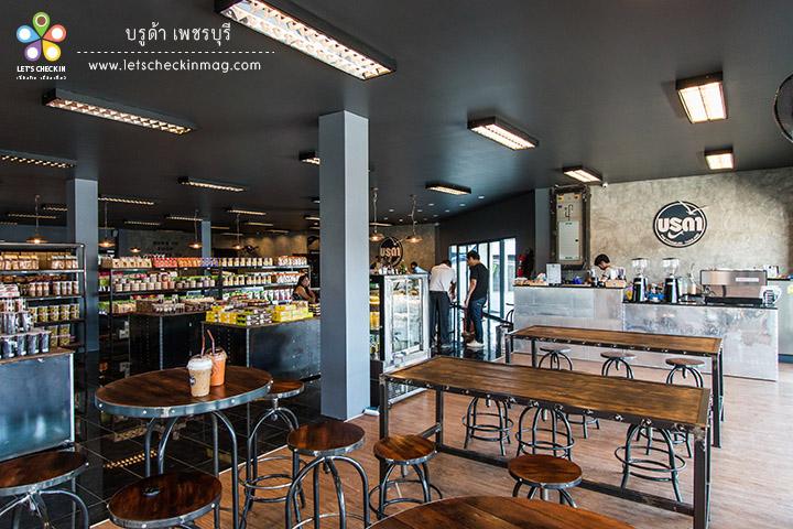 กินข้าวอิ่มแล้วแวะลงมาดูชั้นล่างที่เป็นโซนร้านกาแฟ หากาแฟกินตบท้ายมื้ออาหารสักหน่อย