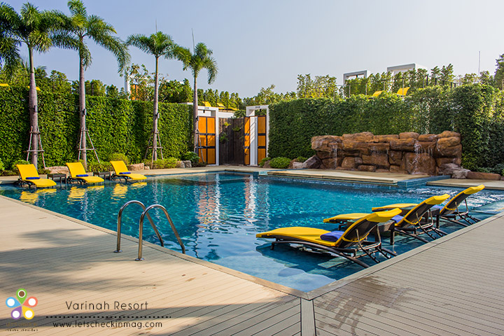 สระโซนนี้มีไว้เฉพาะแขกที่พักห้อง Pool Villa เท่านั้นนะ